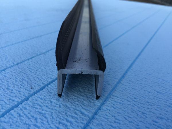 Резино-пластиковый уплотнитель для ворот 20мм L=3м